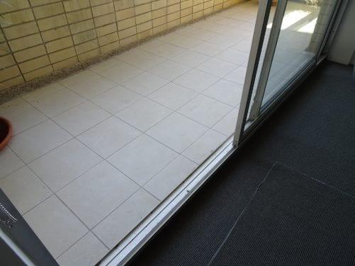 Unit-balcony problem