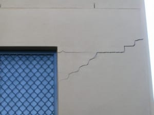 Apartments with footing movement