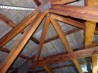 Inadequate roof truss support - Building Inspections