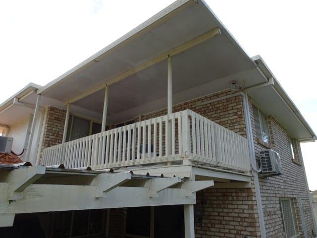 Balcony collapse danger